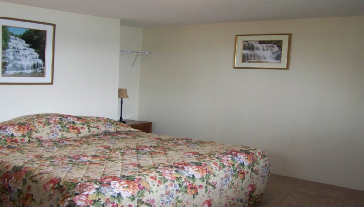 Finger Lakes Waterfall Resort room 21