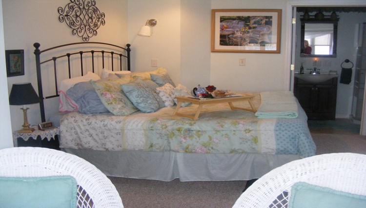 Lake Valley Legends Bed & Breakfast bed