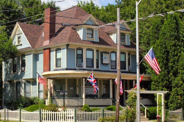 Red Kettle Inn bnb charming exterior