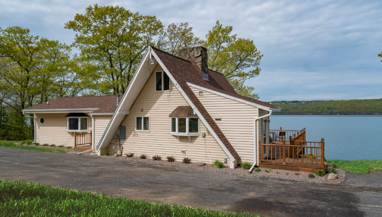 Single Island Shores Chalet steps from Seneca Lake